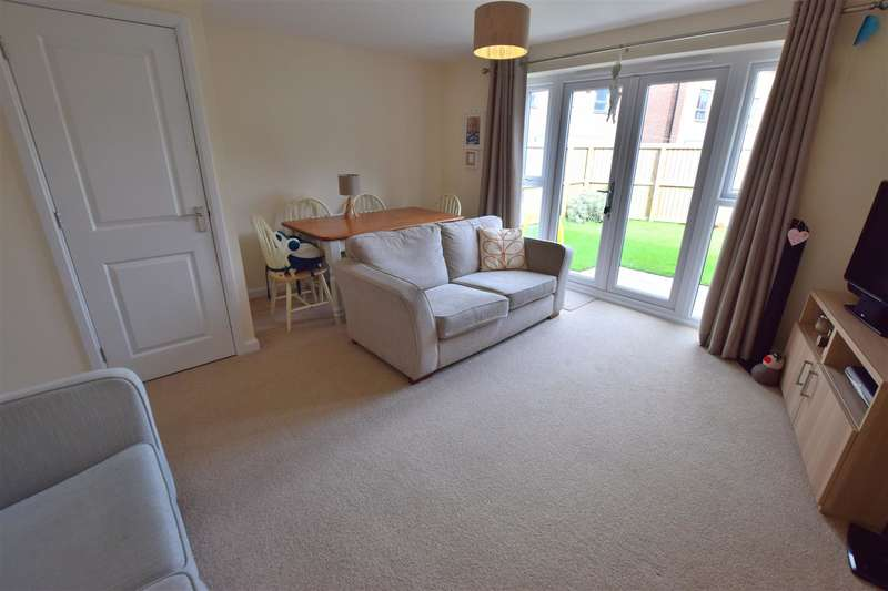 3 Bedrooms Property for sale in Millrace Close, Rochdale