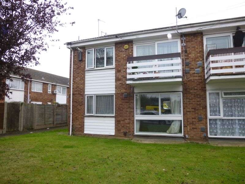 2 Bedrooms Flat for sale in Pennine Way, Hayes
