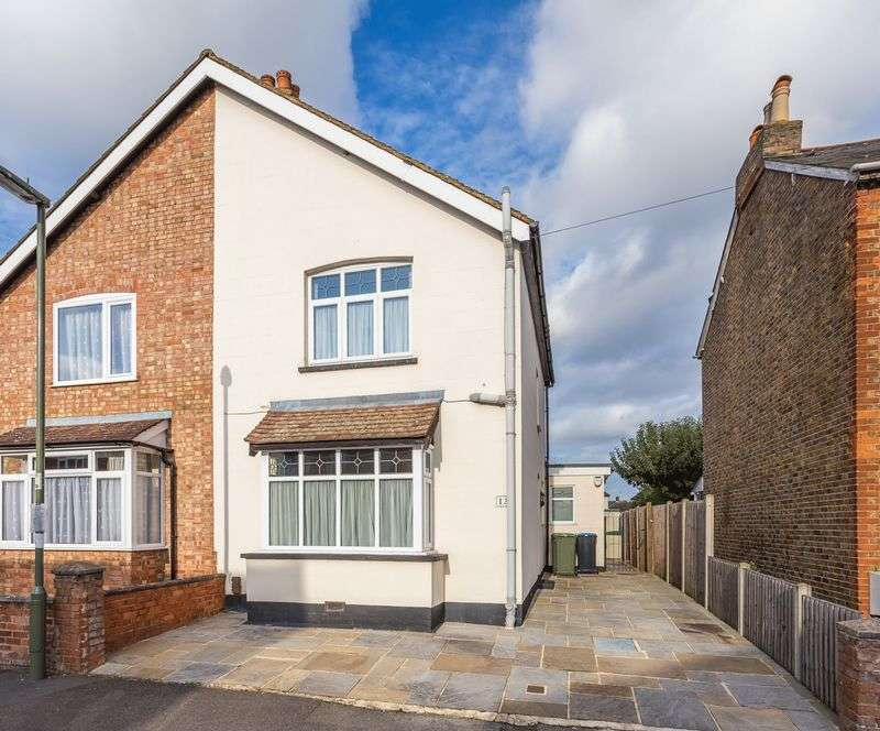 3 Bedrooms Semi Detached House for sale in Park Avenue, Egham