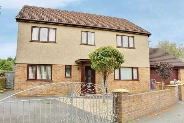 4 Bedrooms Detached House for sale in Golwg Y Mynydd, Swansea, West Glamorgan, SA6 5RF