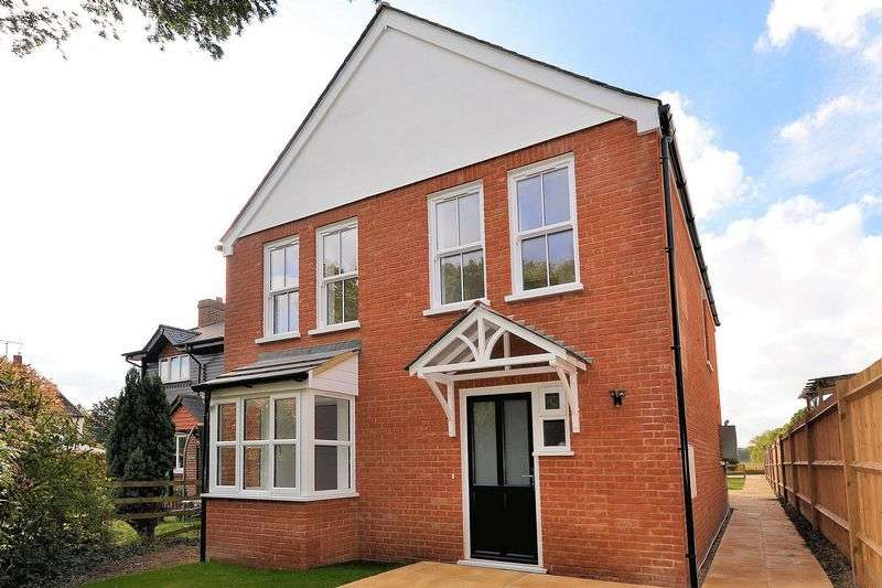 5 Bedrooms Detached House for sale in Hamstreet