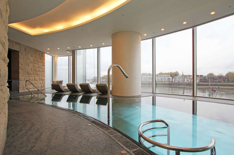 2 Bedrooms Flat for sale in The Tower, One St. George Wharf, Vauxhall
