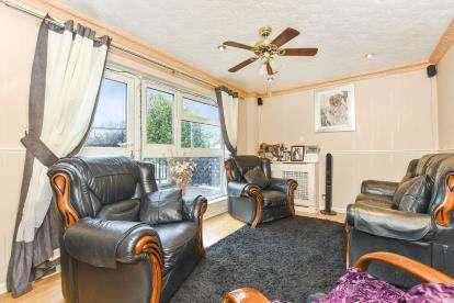 3 Bedrooms Maisonette Flat for sale in Tavistock Close, Hackney, Dalston, London