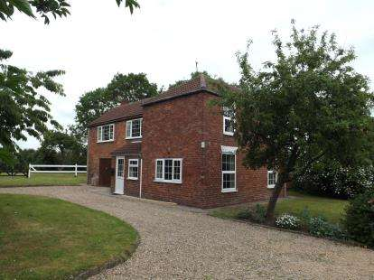 4 Bedrooms Detached House for sale in Thames Street, Hogsthorpe, Skegness, Lincolnshire