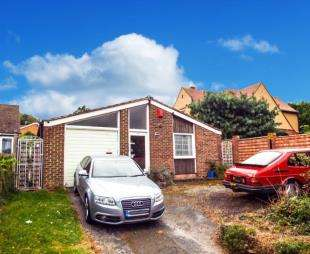 3 Bedrooms Bungalow for sale in Brompton Farm Road, Rochester, Kent