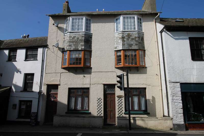 2 Bedrooms Flat for sale in East Looe Town Centre