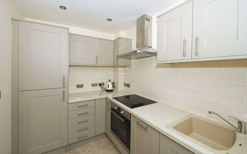 2 Bedrooms Terraced House for sale in Chapel Street, Hagley