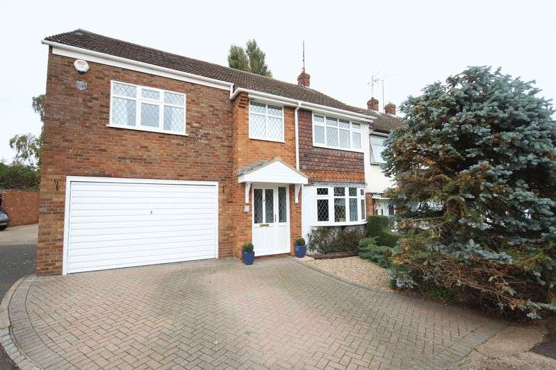 4 Bedrooms Semi Detached House for sale in Midhurst Gardens, Luton