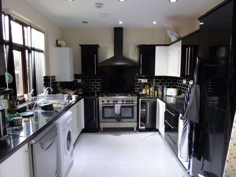 7 Bedrooms Semi Detached House for rent in Harlaxton Drive, Nottingham