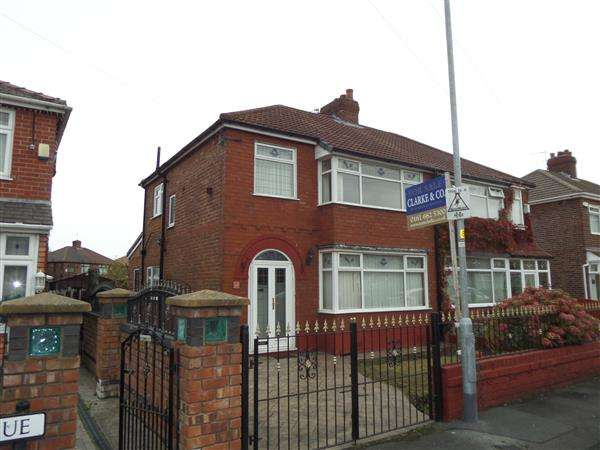 3 Bedrooms Semi Detached House for sale in Tudor Avenue, Oldham