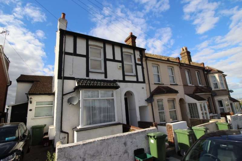 Flat for sale in Ruskin Road, Belvedere, DA17