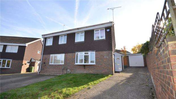 3 Bedrooms Semi Detached House for sale in Staplehurst, Bracknell, Berkshire