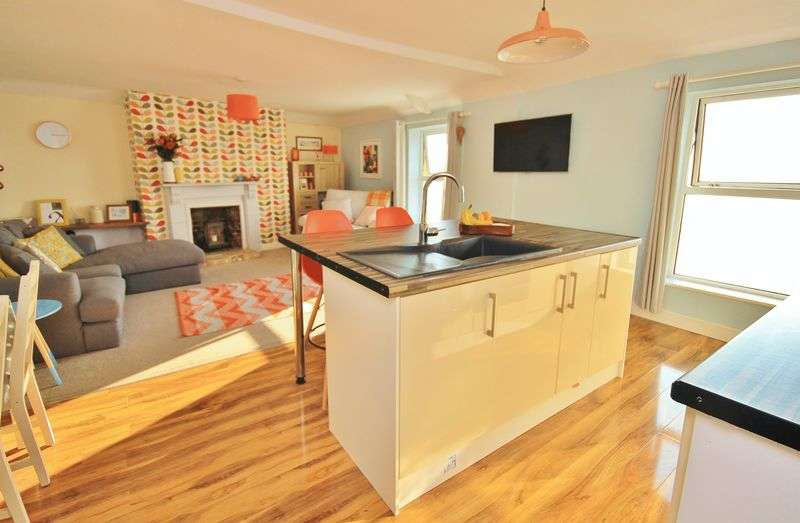 3 Bedrooms Flat for sale in Esplanade, Burnham-On-Sea