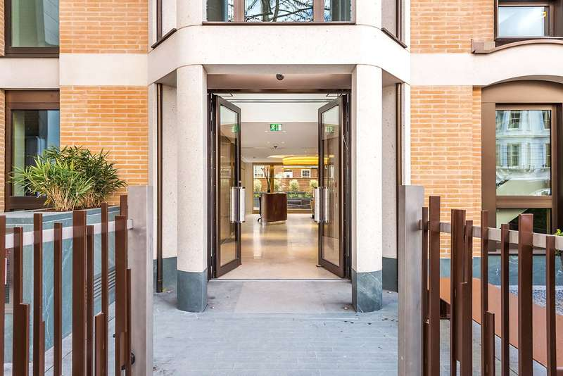 3 Bedrooms Flat for sale in Vicarage Gate House, Vicarage Gate, London, W8