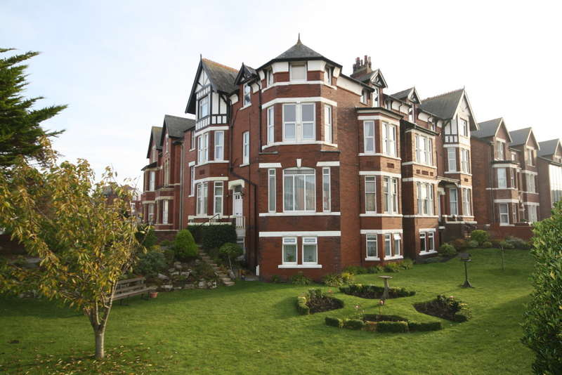 2 Bedrooms Flat for sale in Albany Road, Southport