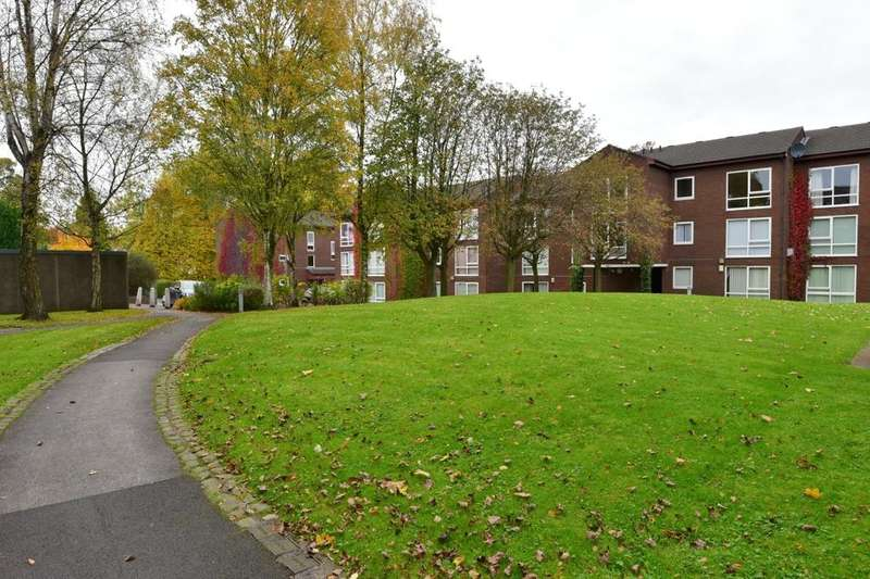 1 Bedroom Flat for sale in Holmfield Close, Heaton Norris, Stockport, SK4 2RP