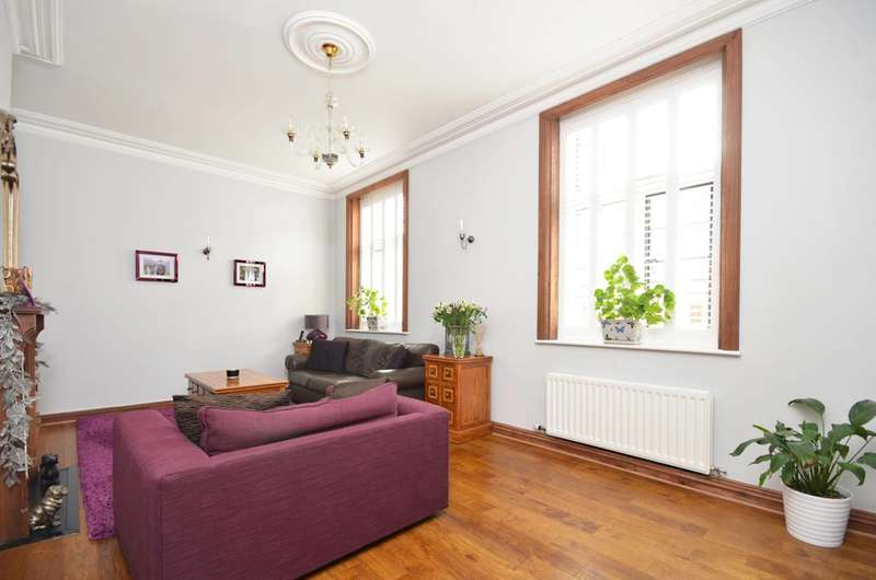 2 Bedrooms Flat for sale in Oldfield Wood, Woking, GU22