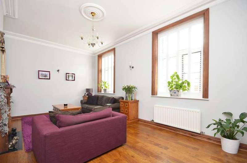2 Bedrooms Flat for sale in Oldfield Wood, Woking, GU22