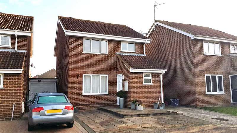 3 Bedrooms Detached House for sale in Paddock Drive, Chelmsford