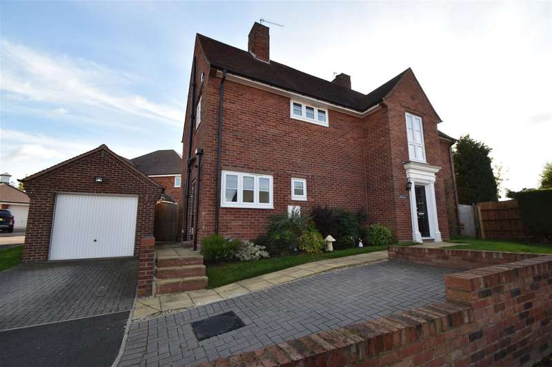 5 Bedrooms Property for sale in Holloway Close, Droitwich Spa