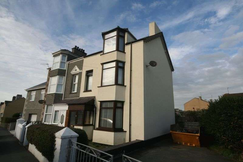 4 Bedrooms Semi Detached House for sale in Llanfawr Road, Holyhead