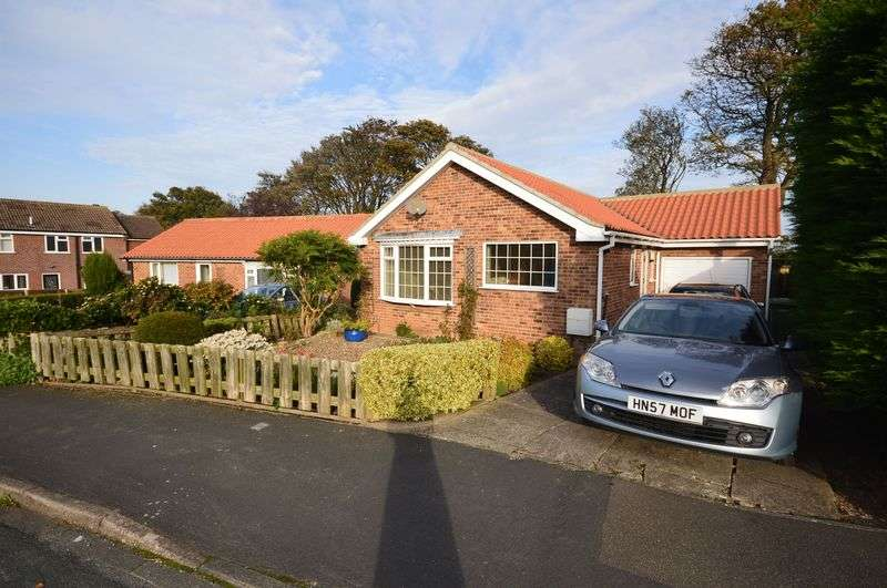2 Bedrooms Detached Bungalow for sale in Fairmead Way, Whitby