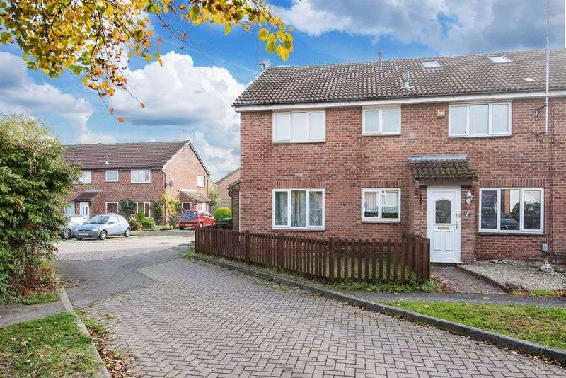 3 Bedrooms Terraced House for sale in Aspen Close, Aylesbury
