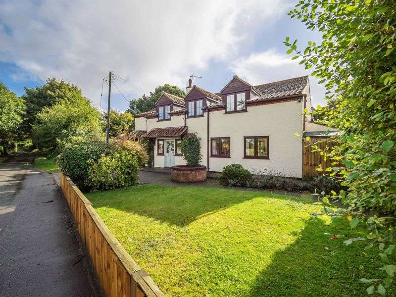 4 Bedrooms Detached House for sale in The Heath, Sandy Lane, Buxton, Norwich