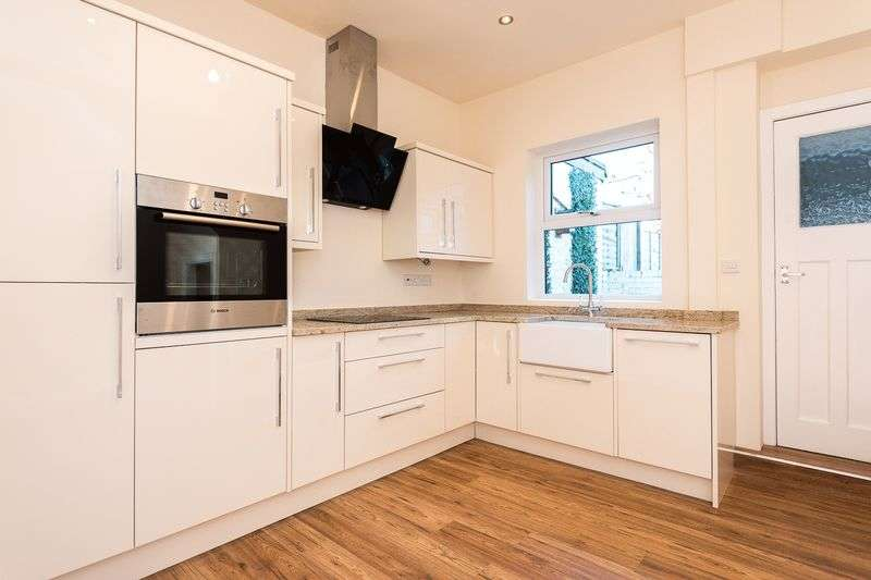 2 Bedrooms Terraced House for sale in Cobbs Brow Lane, Newburgh