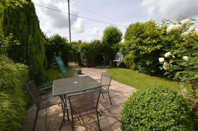 4 Bedrooms Property for sale in Manor Road, Newton St Faith, Norwich