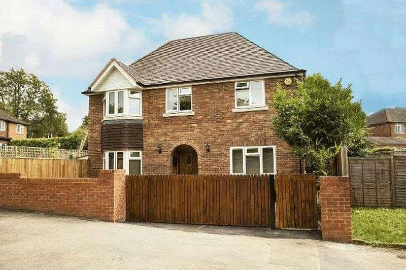 3 Bedrooms Detached House for sale in London Road, Reading