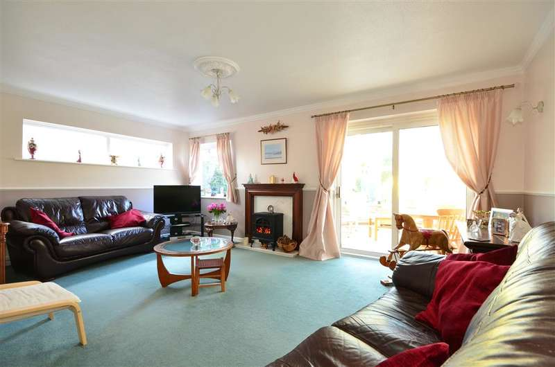 4 Bedrooms Detached House for sale in Blenheim Gardens, Havant, Hampshire