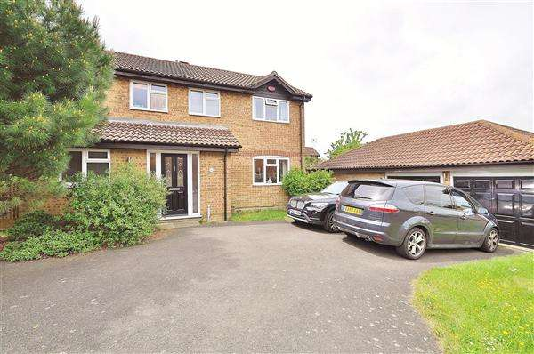 4 Bedrooms Detached House for sale in Ashford TN24