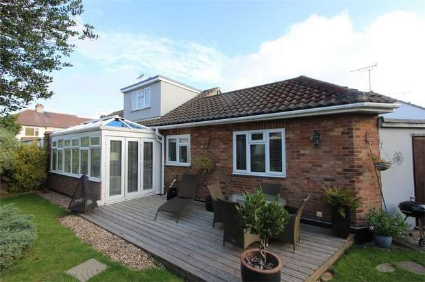 3 Bedrooms Semi Detached Bungalow for sale in 7 Falcon Close, LEIGH-ON-SEA, Essex