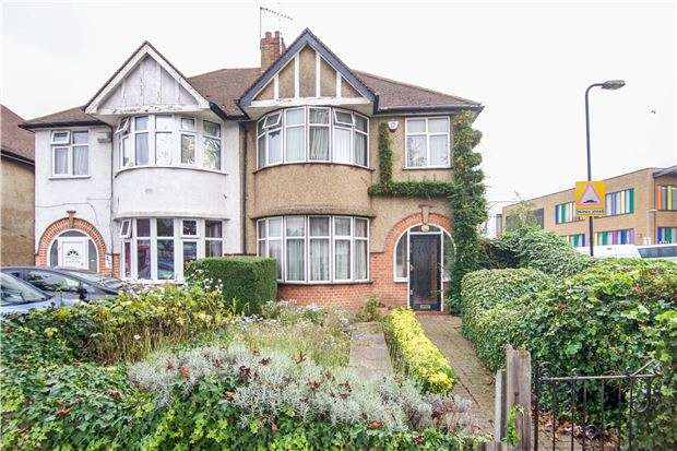 3 Bedrooms Semi Detached House for sale in Stag Lane, KINGSBURY, NW9 0EF