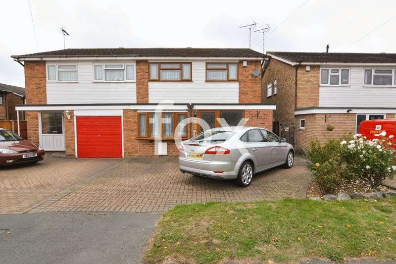 4 Bedrooms Semi Detached House for sale in Harewood Avenue, Rochford