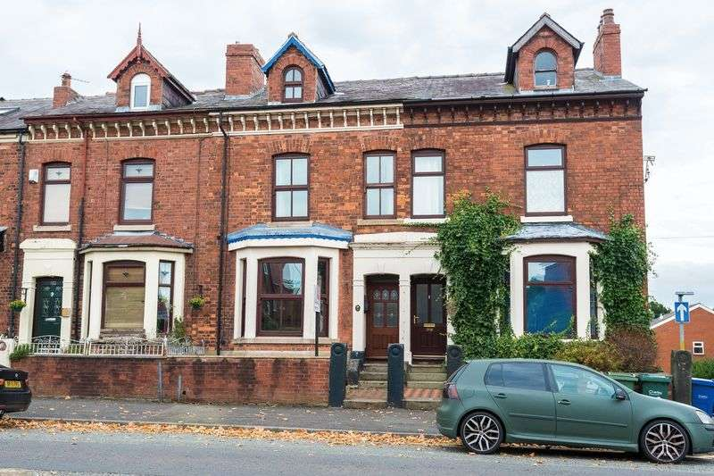 4 Bedrooms Terraced House for sale in Park Road, Chorley