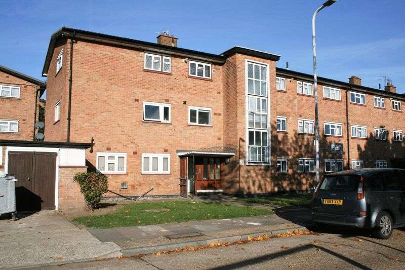 2 Bedrooms Flat for sale in Malan Square, Rainham