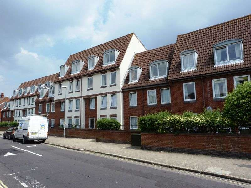 2 Bedrooms Retirement Property for sale in Homesea House, Southsea, PO5 4DG
