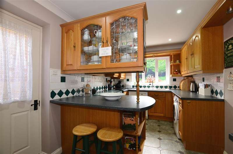 4 Bedrooms Detached House for sale in Redwing Road, Walderslade, Chatham, Kent