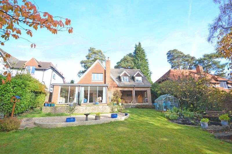 4 Bedrooms Detached House for sale in Furze Hill Road, Headley Down