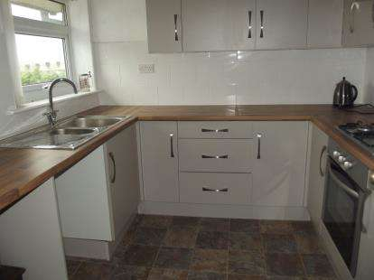 2 Bedrooms Flat for sale in Tarvin Close, Briercliffe, Burnley, Lancashire, BB10
