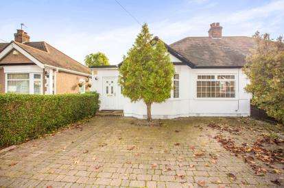 4 Bedrooms Bungalow for sale in Islip Gardens, Northolt, Middlesex, England