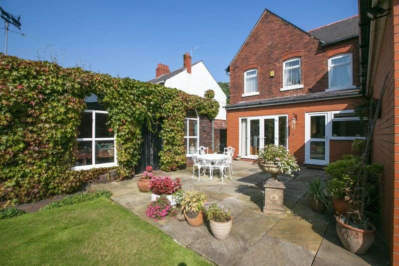 4 Bedrooms Detached House for sale in Orrell Road, Orrell, WN5 8HH