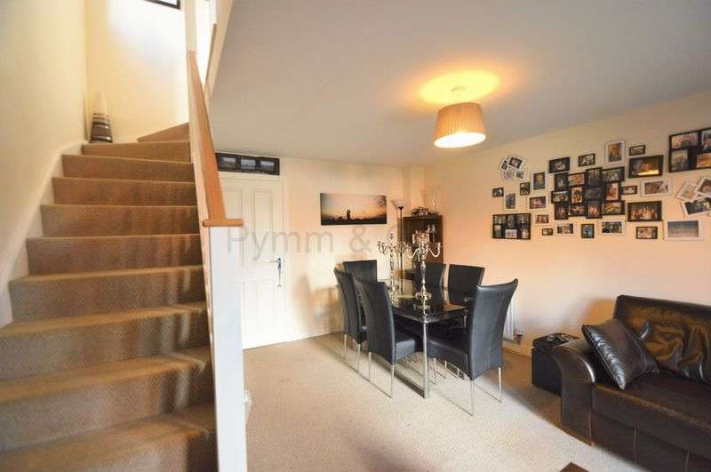 2 Bedrooms Semi Detached House for sale in Heron Road, Queens Hill