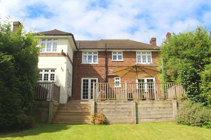 3 Bedrooms Detached House for sale in Ellenbridge Way, Sanderstead, Surrey