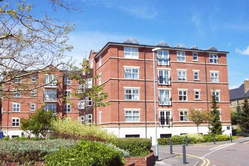 2 Bedrooms Flat for sale in 83 Carisbrooke Road, Leeds