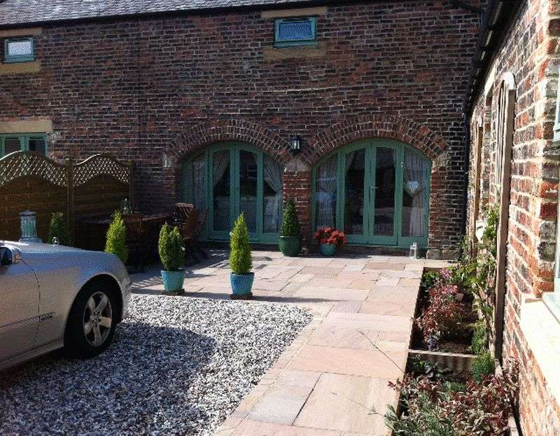 3 Bedrooms House for sale in Park Farm Barns, Blyth - Three Bedroom Barn Conversion