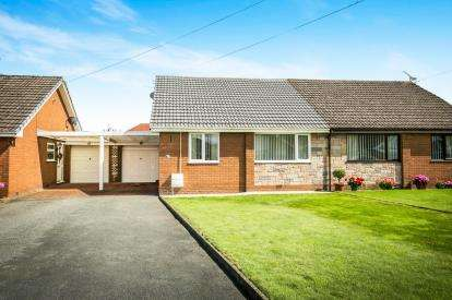 2 Bedrooms Bungalow for sale in The Park, Ruthin, Denbighshire, LL15