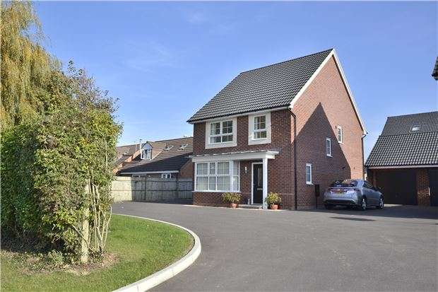 4 Bedrooms Detached House for sale in Churchdown Lane, Hucclecote, Gloucester, GL3 3QQ